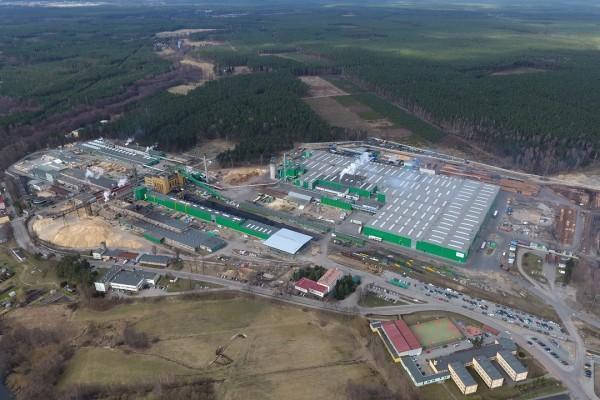 Widok nabudowę hali przemysłowej zgóry