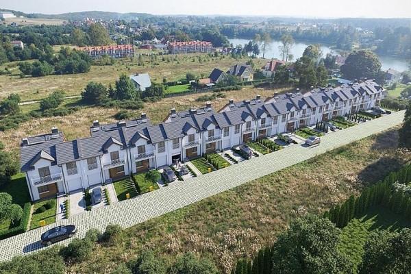 Zdjęcie szeregowych domów mieszkalnych wChwaszczynie